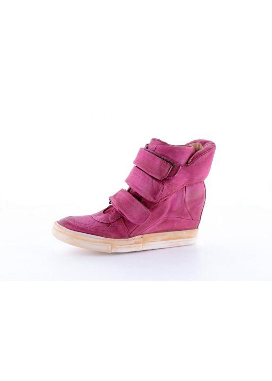 Купити онлайн Рожеві жіночі снікерси недорого по ціні 733 грн ... e14e3ecea3b82